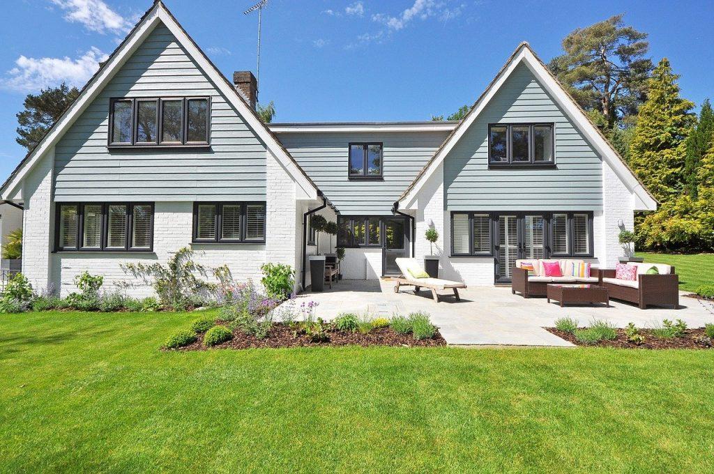 house exterior paint job, painted trim, painted door, exterior painting Bellingham